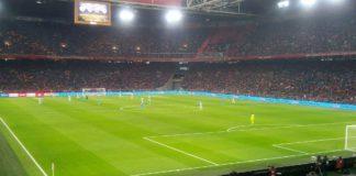 Ajax blijft na 4-1 zege op Heracles meedoen in titelstrijd