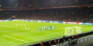 Ajax blijft meedoen om de titel