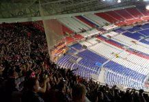 Ajax-supporters zingen voor Sanchez na Lyon - Ajax