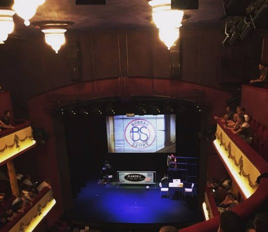Theatershow Bureau Sport: Boeiend, ontroerend en hilarisch