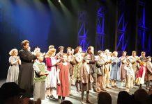 Staande ovatie voor Danny de Munk tijdens officieel afscheid in het DeLaMar theater