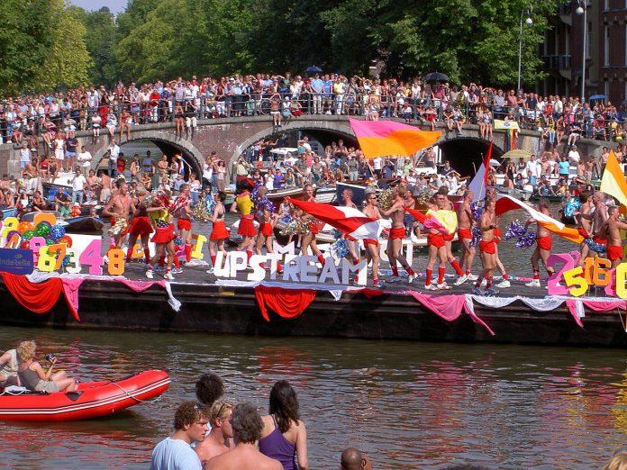 Canal Parade zaterdag goed bereikbaar via Centraal en Amstel