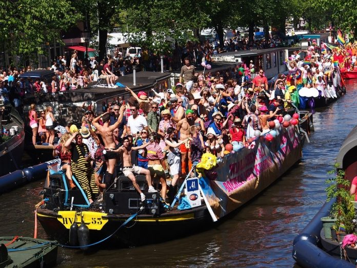 Canal Parade route omgedraaid