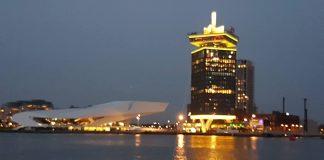 A'DAM Toren sinds vanavond geel en zwart