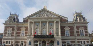 Amsterdammers brengen massaal laatste groet aan burgemeester