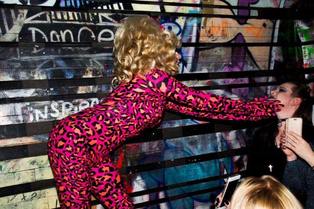Sfeerbeelden Club NYX tijdens optreden drag queen Trixxie Mattel