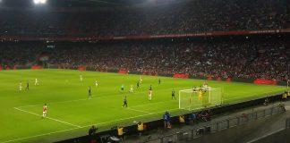Ajax stuurt PSV met staart tussen benen terug naar Eindhoven