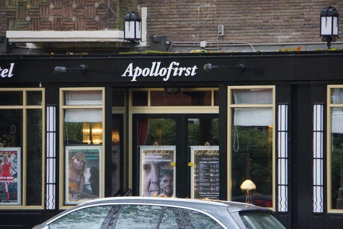 Joep Onderlinden met 'ooit' op podium Apollofirst Theater