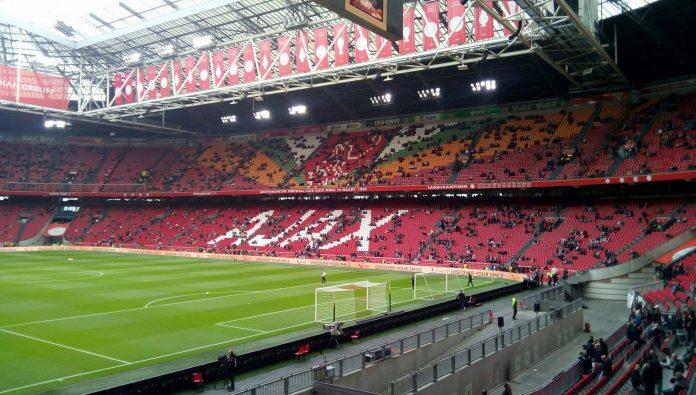 Oefenduels Ajax in Portugal live op Ziggo Sport Ajax speelt in voorbereiding op de competitiehervatting 2 wedstrijden in Portugal. Beide duels worden live uitgezonden op Ziggo Sport. De Ajax mannen vertrokken vanmorgen om 10:00 uur, samen met de Ajax Vrouwen, per vliegtuig naar Portugal.