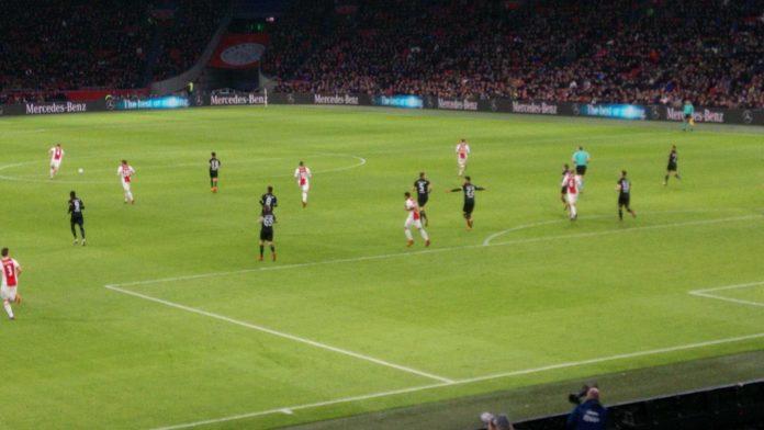 Ajax buigt 0-1 achterstand tegen NAC om naar 3-1 zege