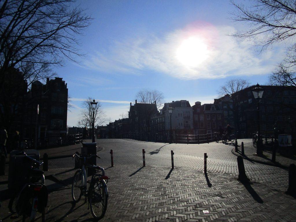 Het is lekker vertoeven in de binnenstad van Amsterdam