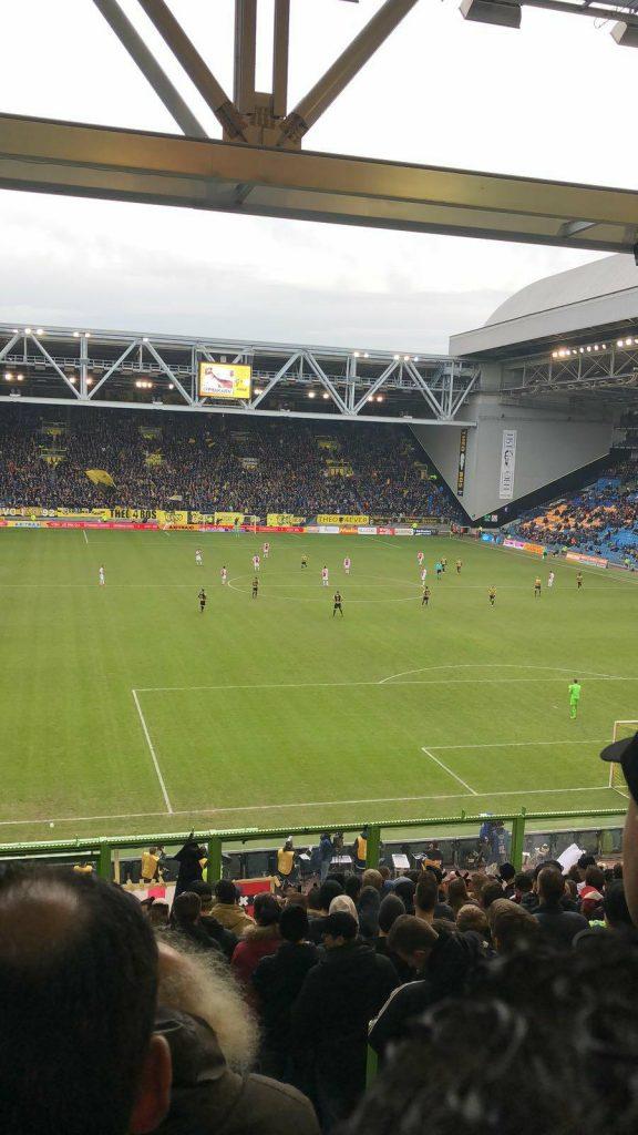 Ajax-fans ziedend na blamage van hun club tegen Vitesse