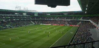 Ajax ontsnapt ternauwernood bij FC Groningen