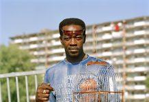 Stadsgezichten uit Paramaribo en portretten van Surinaamse vogelmannen