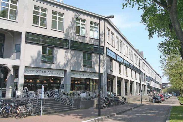 ONONTDEKT AMSTERDAM: SISSY BOY HOMELAND OP HET KNSM EILAND