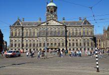 Beatrix opent zomerexpositie in Koninklijk Paleis