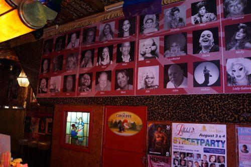 Amsterdamse heldenexpositie Transgenders en Drag Queens maand verlengd De expositie 'Heroes Of Our Transgender (& Drag Queen) Community', die in eerste instantie bedoeld was om te bezichtigen tijdens (Trans) Pride Amsterdam is wegens succes en enthousiasme met een maand verlengd.