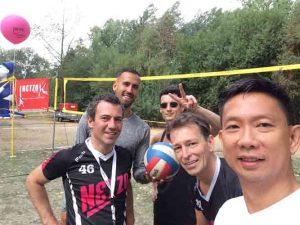 Boot 57: Volleybalvereniging Netzo Amsterdam bouwt op voor de Canal Parade
