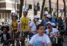 Eerste editie Summer Bike Parade Amsterdam Misschien wil je er nog niet aan denken nu de schoolvakanties net zijn begonnen. Maar wat een gekkenhuis is het vaak toch in het verkeer als de scholen weer zijn begonnen. Ook in Amsterdam-West met z'n overvloed aan auto's, vrachtverkeer en scooters op de weg. Probeer daar als ouder met kind(eren) maar veilig tussendoor te laveren van en naar school.