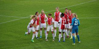 Ajax Vrouwen ontsnappen in blessuretijd aan nederlaag in Den Haag