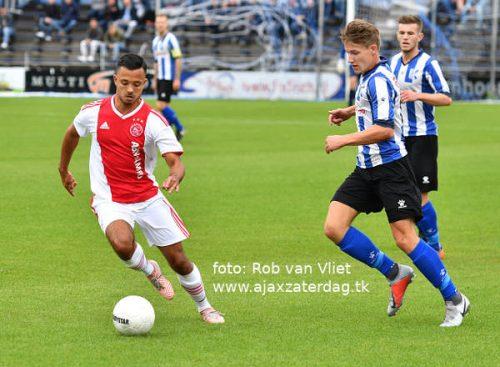Ajax weer met lege handen na zware nederlaag tegen Quick Boys