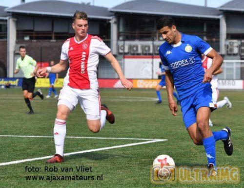 Ajax geeft overwinning in slotfase uit handen