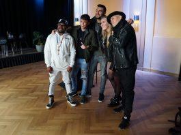 Vrolijke bedoening bij meet & greet The Black Eyed Peas