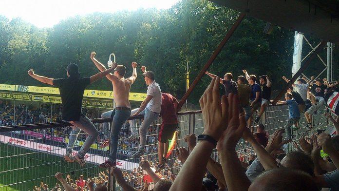 Haagse burgemeester Krikke houdt vast aan fan-beleid Ajax supporters
