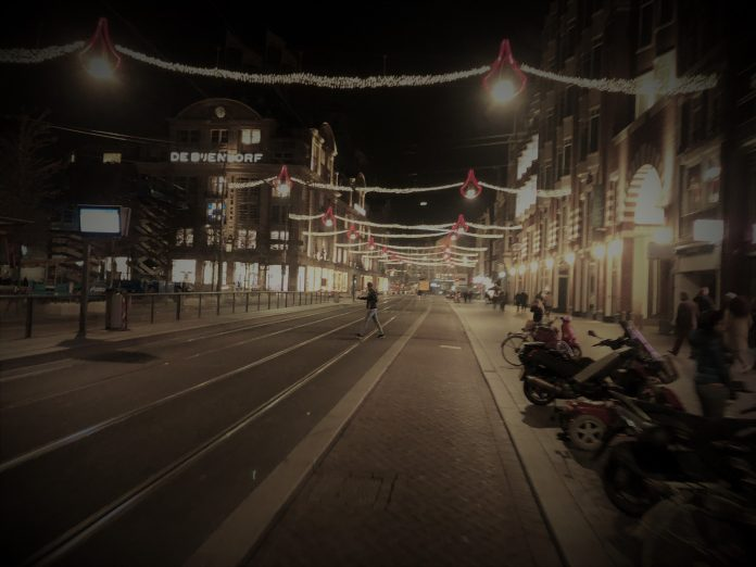 Kerstverlichting siert al deel binnenstad Amsterdam
