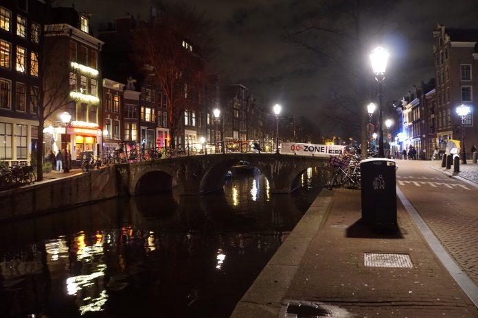 Het was dinsdagavond lekker vertoeven in het Amsterdamse wallengebied
