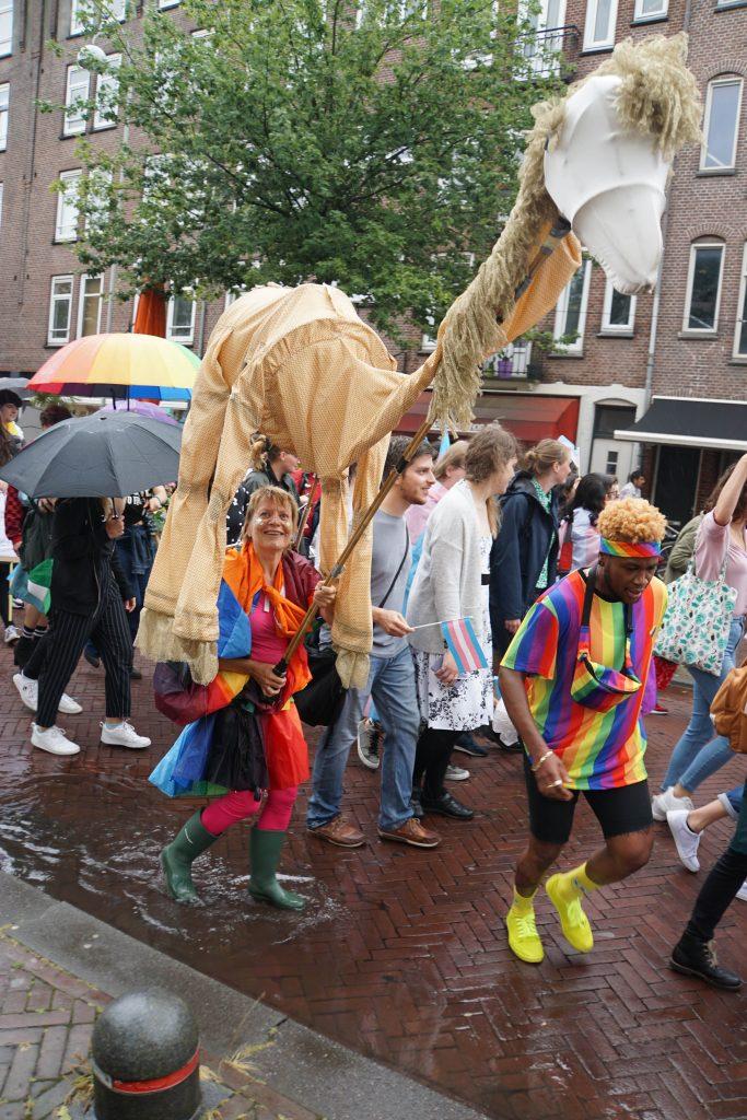 Hoe bikkels van Transgenders het pokkenweer in Amsterdam-Oost trotseerde