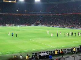 Ajax verzuimd koppositie van PSV over te nemen
