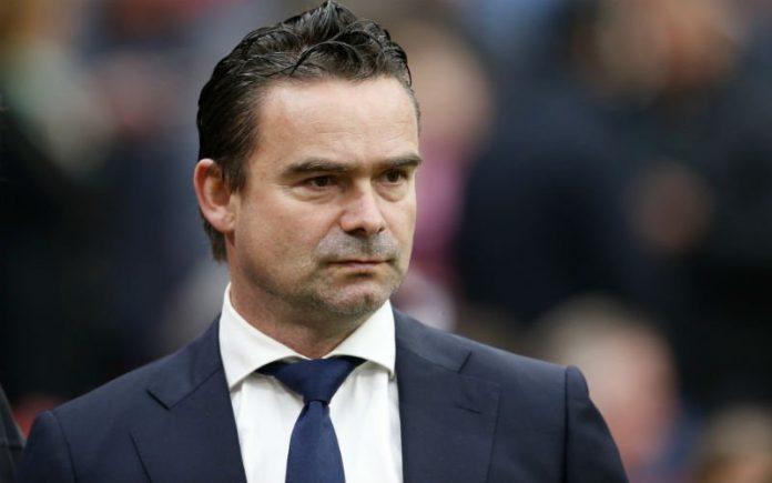 Overmars opent nieuw supportershonk Ajax