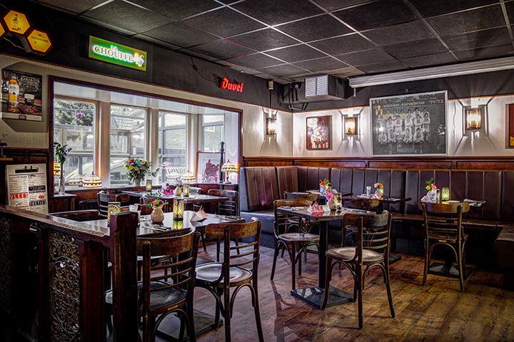 Eetcafé de Avonden zendt Ajax op groot scherm uit
