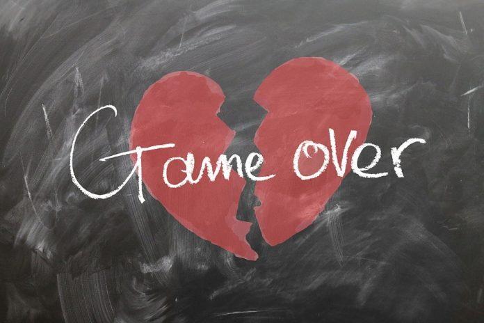 Heb jij last van een gebroken hart? Heb jij last van een gebroken hart of daar weleens last van gehad? En met name moeite met de verwerking van dat vervelende gevoel waarmee je daarna mee te maken hebt? Je bent niet de enige, hoor. Doorgaans doorgaat iedereen die aan 'de kant geschoven' is een enorm rotgevoel dat niet binnen 1, 2 of 3 dagen vertrokken is maar aanhoudt over een langere periode.
