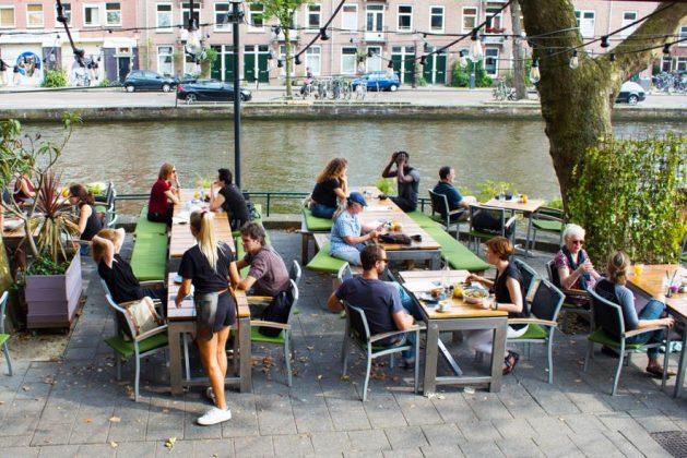 https://vrijetijdamsterdam.nl/uitgaan/vta-uitgaan/terrassen-amsterdam-west/leuke-en-gezellige-terrrassen-in-amsterdam-west/