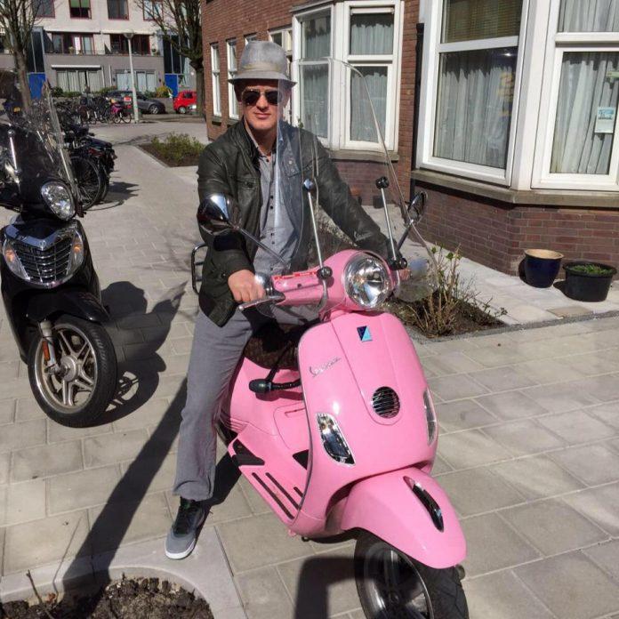 Ajax watcher vanuit eetcafé De Avonden: