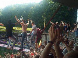 Ajax supporters in spanning voor UEFA uitspraak Juventus - Ajax