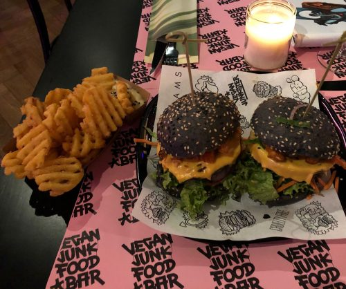 Locatie: Vegan Junk Food Bar - Amsterdam Reguliersdwarsstraat