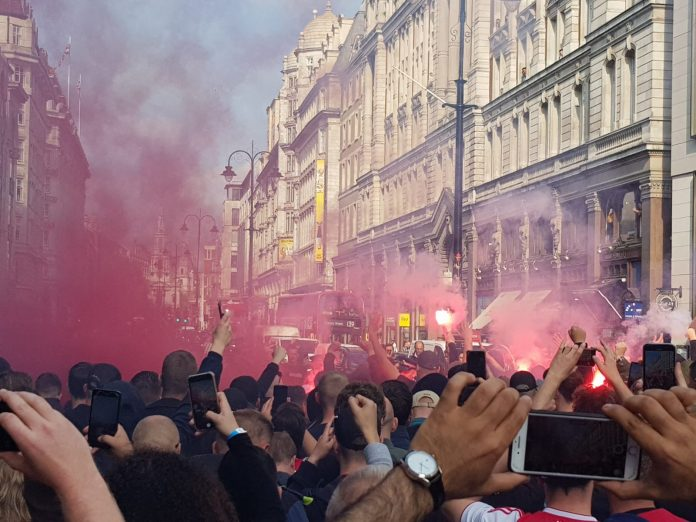 Opperbeste stemming Ajax-supporters in Londen