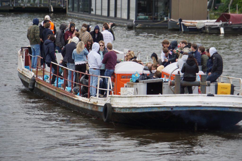 Koningsdag 2019: Bootjesinvasie in Amsterdam begonnen