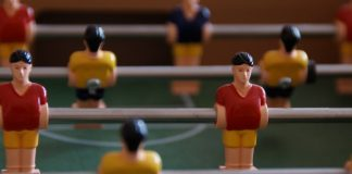 Voorkom ziekteverzuim: 'laat werknemers tafelvoetbal spelen'