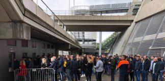 Supporters halen wedstrijdkaart Tottenham Hotspurs tegen Ajax op