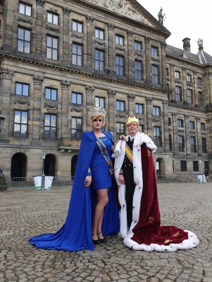 Willem en Maxima vermaken het publiek in gay bar Queers