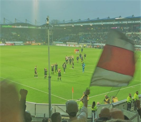 Ajax herovert koppositie na 1-4 winst tegen Willem II