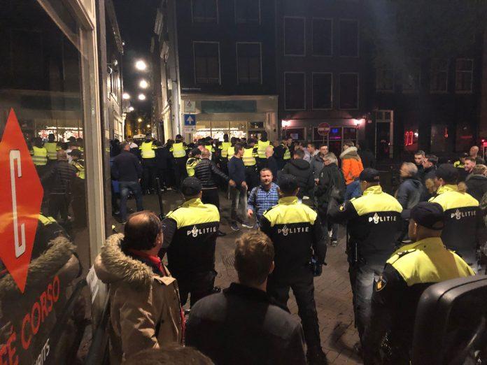 Engelse supporters bouwen alvast feestje op de Wallen