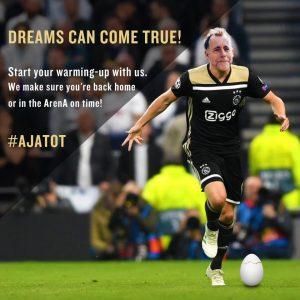 Ajax - Tottenham kijken op groot scherm in Amsterdam