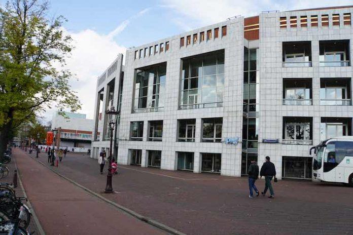 Amsterdam wringt medewerkers uit