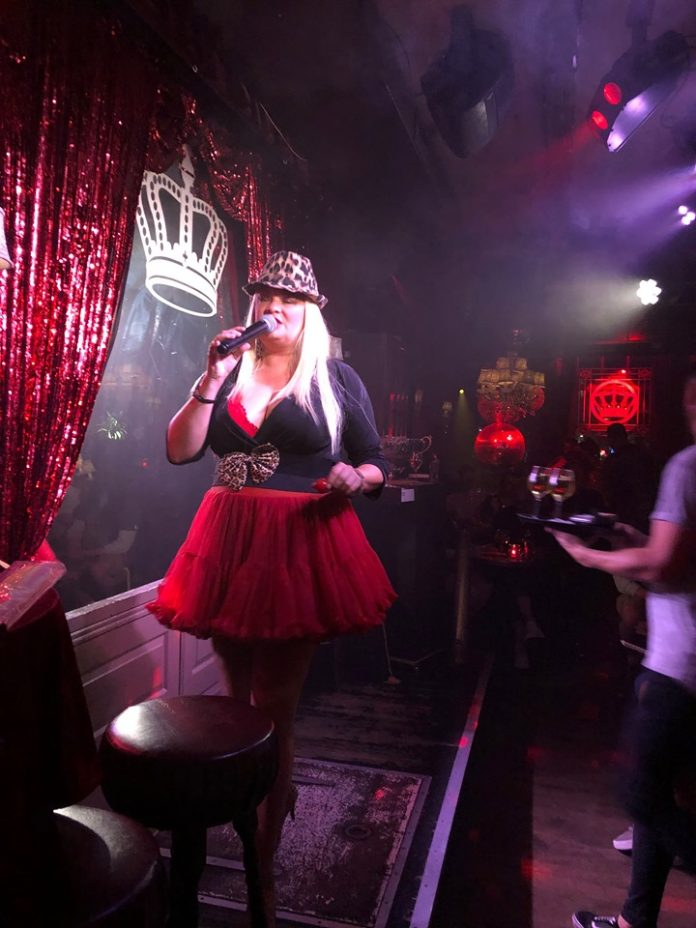 Een avondje in The Queen's Head bij Coby's Bingo Show