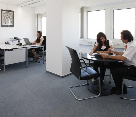 Vormen kantoormeubelen risico's op de werkvloer?